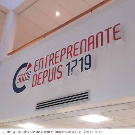 300 ans CCI La Rochelle Logos entreprise en polystyrène géant suspendu au mur