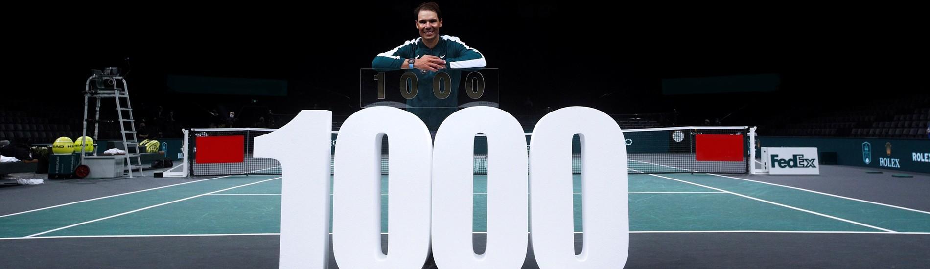 """lettres polystyrène blanc brut """"1000"""" H 110 cm police IMPACT épaisseur 30 cm , 1000 -ème match de Rafael Nadal."""
